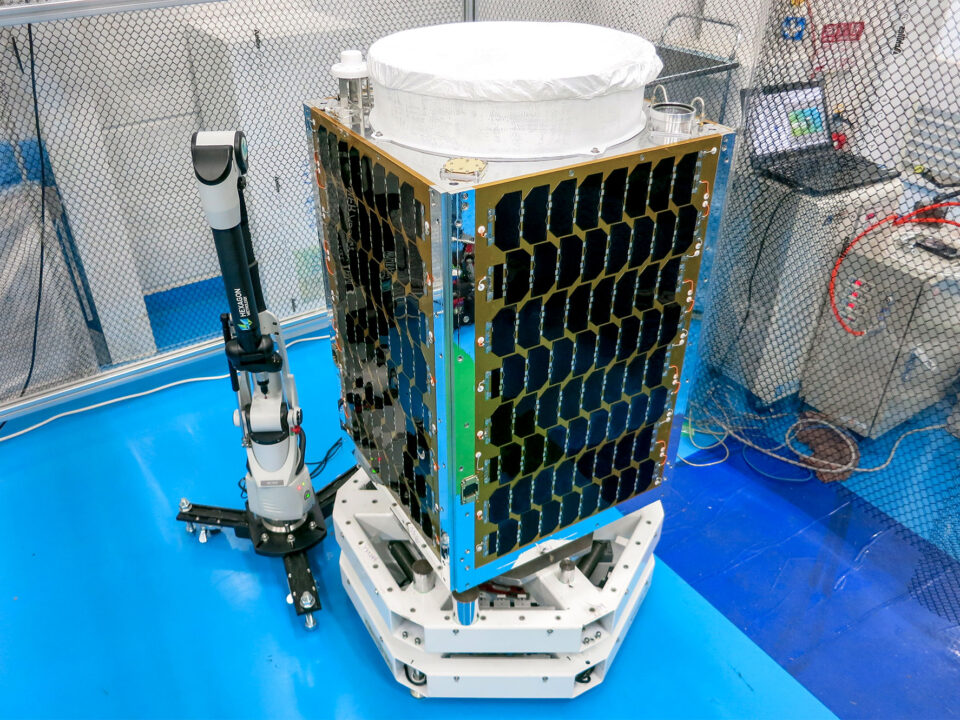 mass-center-of-gravity-COG-inertia-tensor-testing-space-satellite