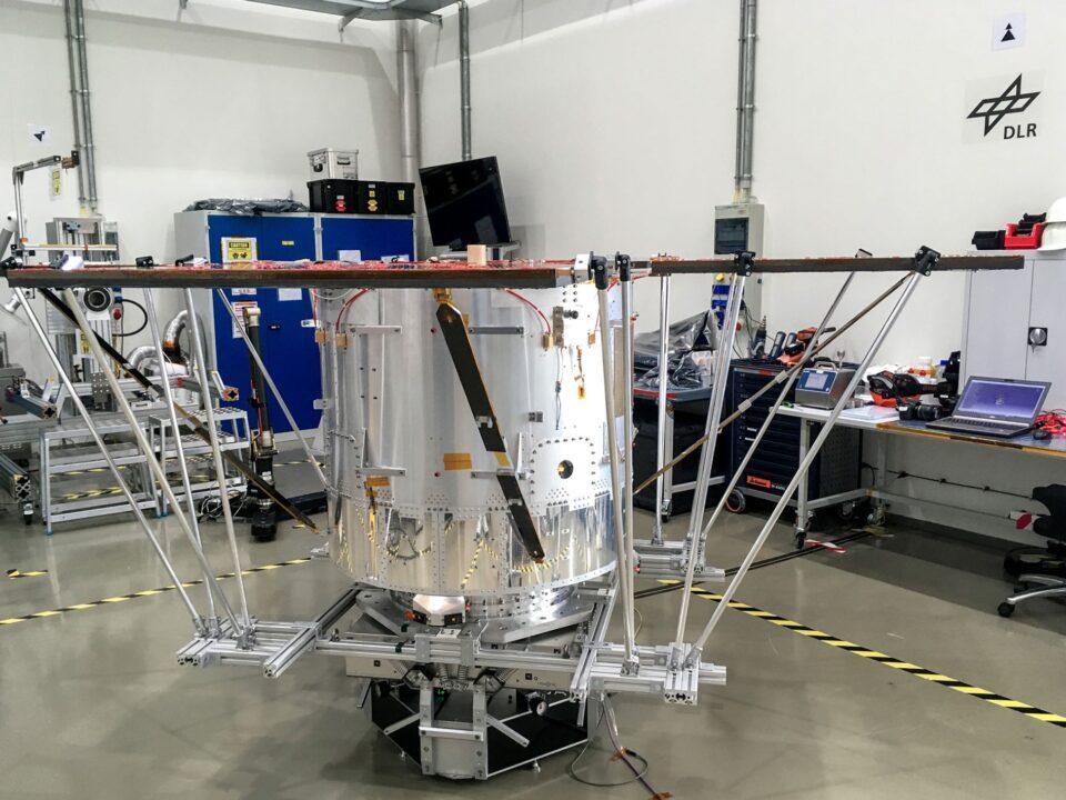 mass-center-of-gravity-COG-moment-of-inertia-MOI-measurement-machine-space-satellite